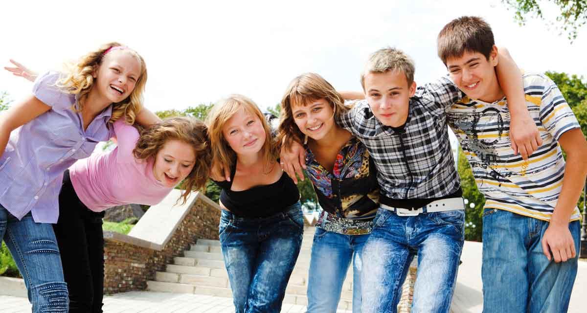 gelukkige kinderen op een vrije school