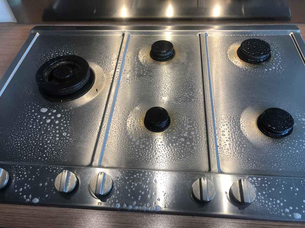 HG kookplaat reiniger inspuiten